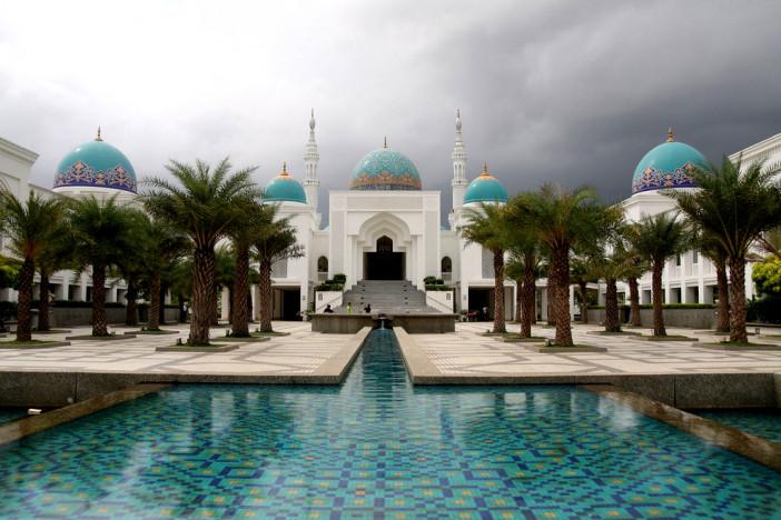 Al-Bukhary-Mosque-Alor-Setar-Kedah-Malaysia.jpg