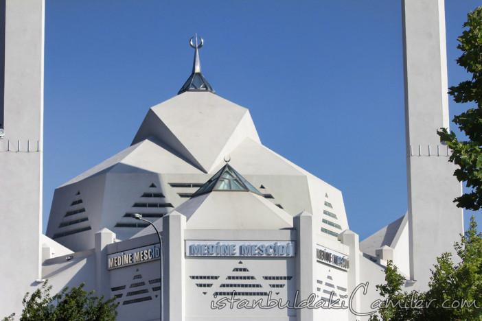 medine-mescidi-camii-modern-kayisdagi-kubbesi-fotografi-1200x800.jpg