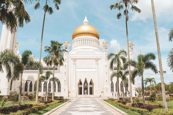 Sultan-Omar-Ali-Saifuddin-Mosque-1.jpg