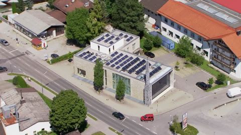 860918255-islamisches-forum-penzberg-solar-roof-green-electricity-fotovoltaics.jpg