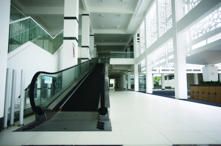 TRAVELATOR IS USED TO ACCESS TO THE 1ST FLOOR PRAYING AREA.jpg