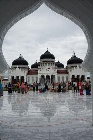 baiturrahman-grand-mosque.jpg
