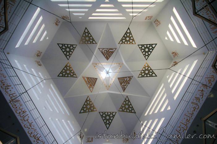 medine-mescidi-camii-modern-kayisdagi-kubbesi-1200x800.jpg