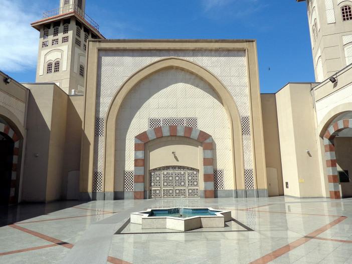 1365px-Mezquita_Centro_Cultural_Islámico_Rey_Fahd_Buenos_Aires_06.jpg