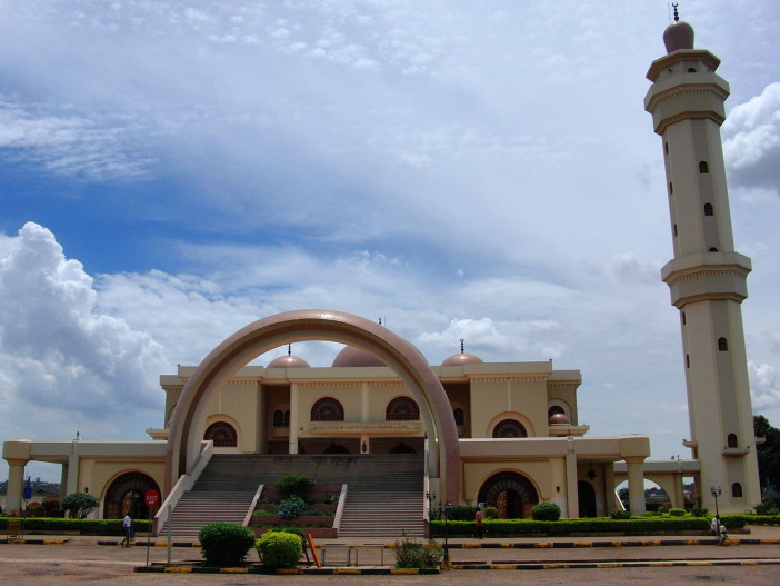 1280px-Outer_view_Kampala_National_mosque.jpg