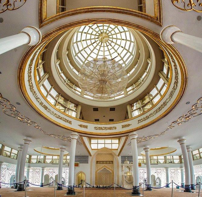 20160616115205-2-masjid-kristal-kuala-terengganu-005-tantri-setyorini.jpg