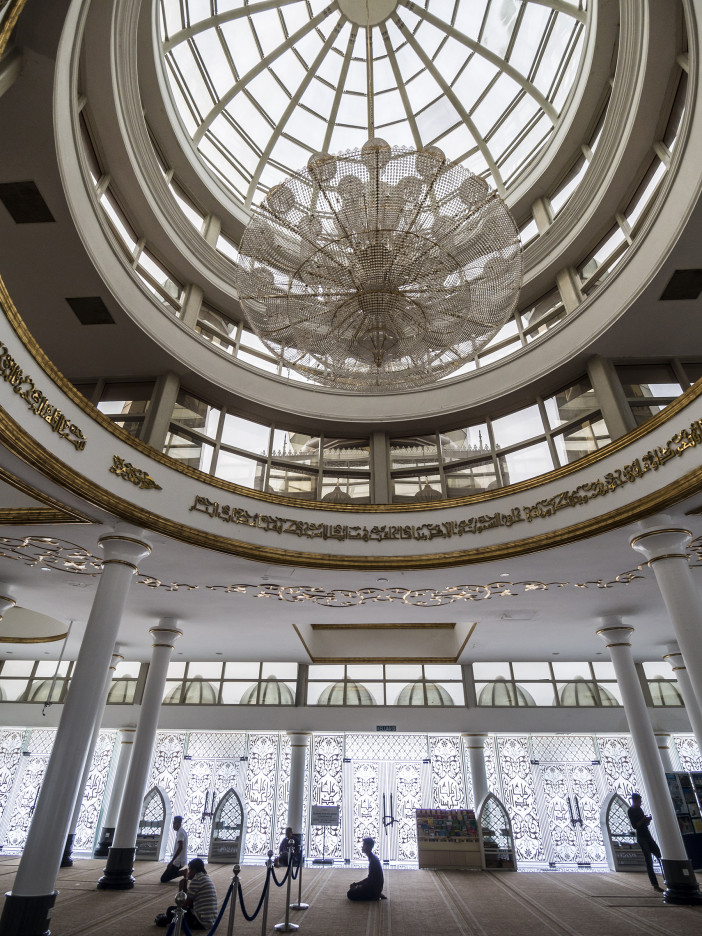 Crystal_Mosque_Interior.jpg