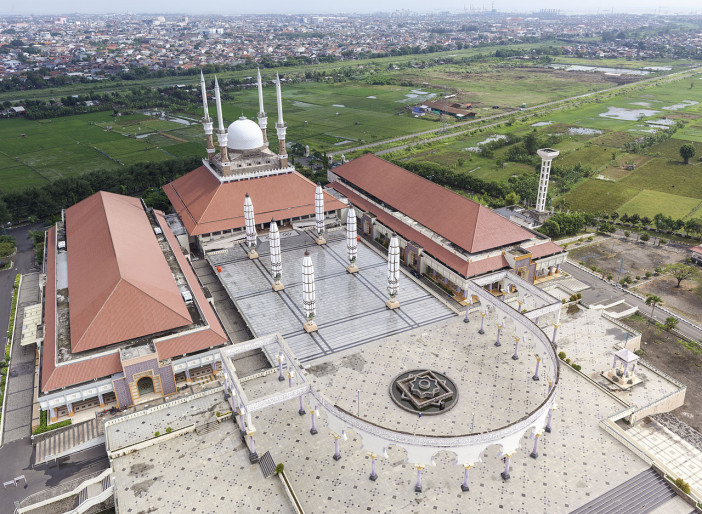Great_Mosque_of_Central_Java,_aerial_view.jpg