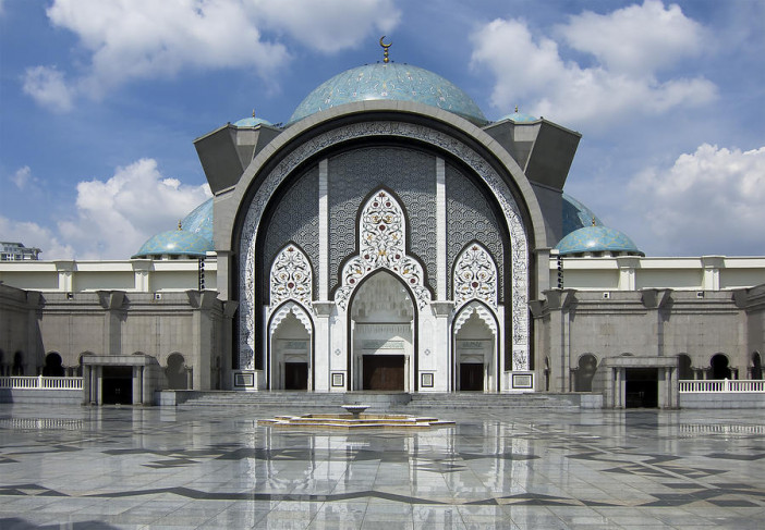 masjid-wilayah-in-kuala-lumpur-exterior.jpg