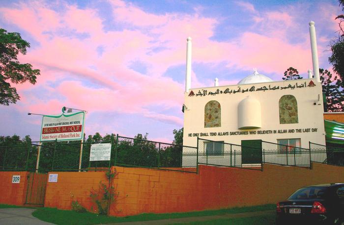 the-mosque-next-door_002.jpg