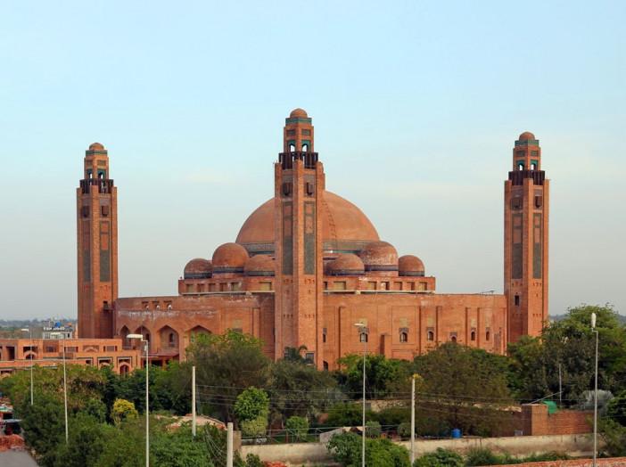 Grand_Jamia_Masjid_Bahria_Town_Lahore_Pakistan_cropped.jpg