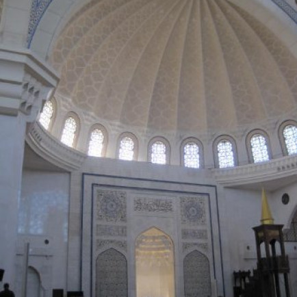 Wilayah_persekutuan-mosque_interoior.jpg