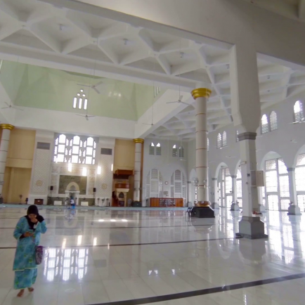 interior-of-kota-kinabalu-city-mosque-an-religious-site-in-borneo-malaysia_s4am-1a2_thumbnail-full09.png