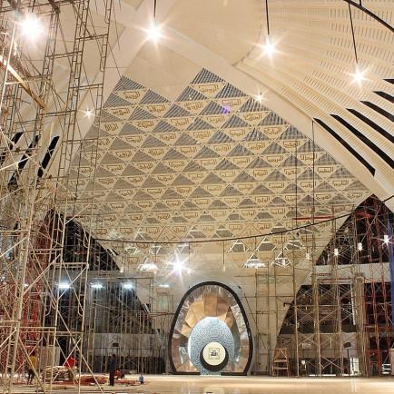 1280px-Pengerjaan_interior_Masjid_Raya_Sumbar_2.jpg