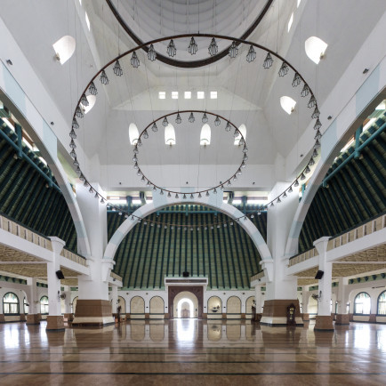 Great_Mosque_of_Central_Java,_interior.jpg
