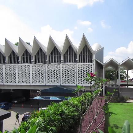the-national-mosque-of-malaysia-kuala-lumpur-masjid-negara-circa-january-2017_rllqyac3ug_thumbnail-full01.png