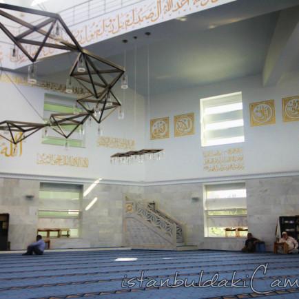 medine-mescidi-camii-modern-kayisdagi-ic-fotografi-1200x800.jpg