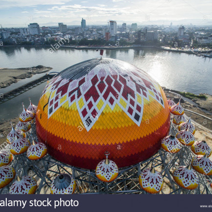 the-construction-of-99-dome-mosque-also-known-as-masjid-99-kubah-located-in-front-of-losari-beach-in-makassar-indonesia-R58KKR.jpg