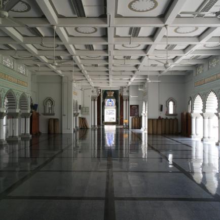 Masjid_Zahir_Interior_View.jpg