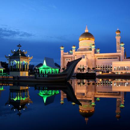 Sultan_Omar_Ali_Saifuddin_Mosque_02.jpg