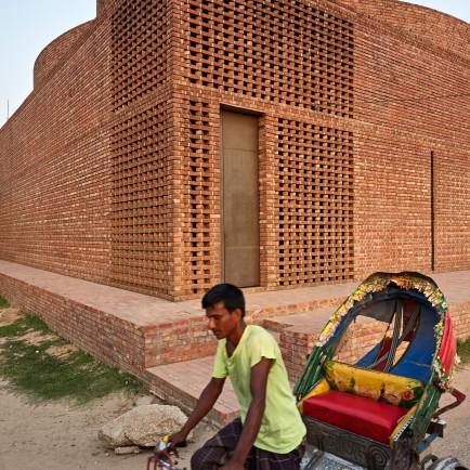 bait-ur-rouf-mosque-dhaka-bangladesh-marina-tabassum-architecture-cultural-buildings-bangladesh_dezeen_2364_col_3.jpg
