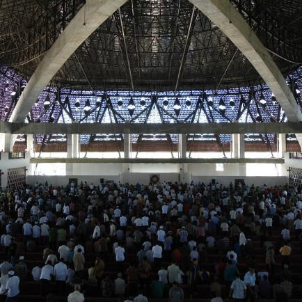 Masjid_Raya_Sumbar,_Jumat_perdana.JPG
