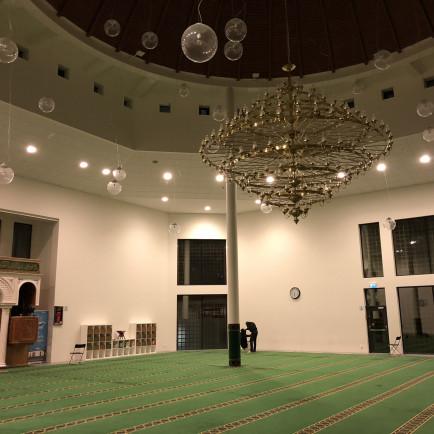 Inside_of_Gothenburg_Mosque.jpg