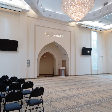 20170204-pix-05-one-of-the-spaces-for-worship-in-baitun-nur-mosque.jpg