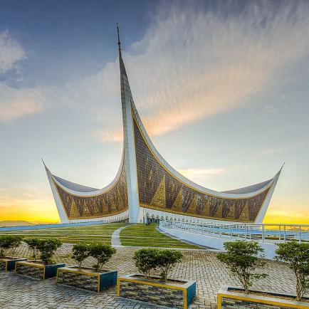 1200px-Mesjid_Raya_Sumatera_Barat.jpg
