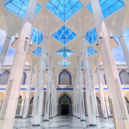 Sultan-Salahuddin-Abdul-Aziz-Shah-Mosque-1-e1438068741604.jpg