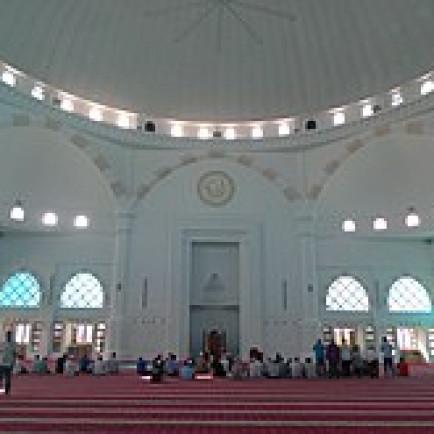 220px-Sultan_Iskandar_Mosque_-_Prayer_Hall.jpg