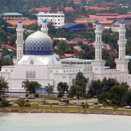 Kota-Kinabalu-City-Mosque-photo-Leif-Almo.jpg